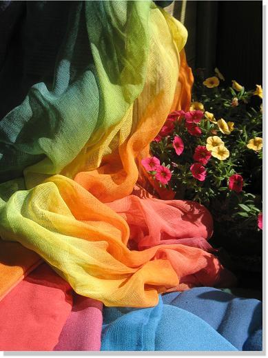 Fülle der Farben (Viskosetücher, schattierte Schleiertücher und Regenbogentuch)